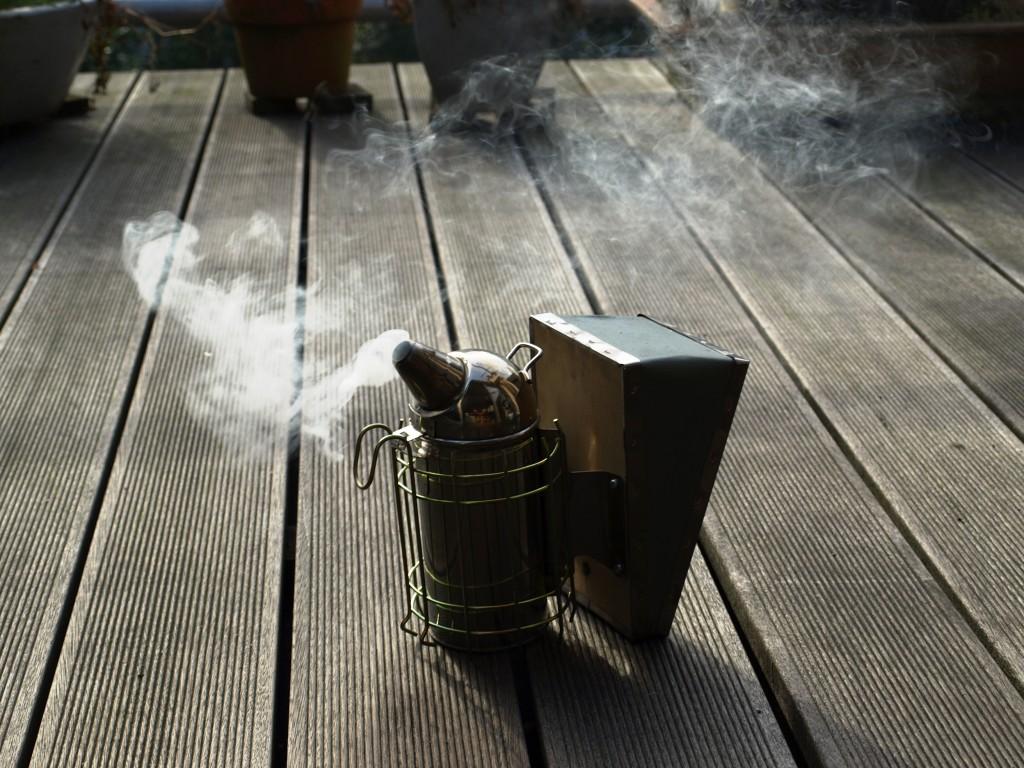 Rauch und Bienen